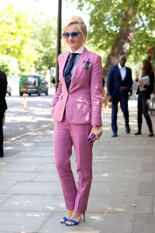 sarah-ann-murray-pink-pantsuit-street-style-milan-main